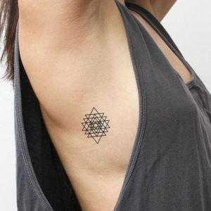 Tatuaż geometryczny - przykład 1